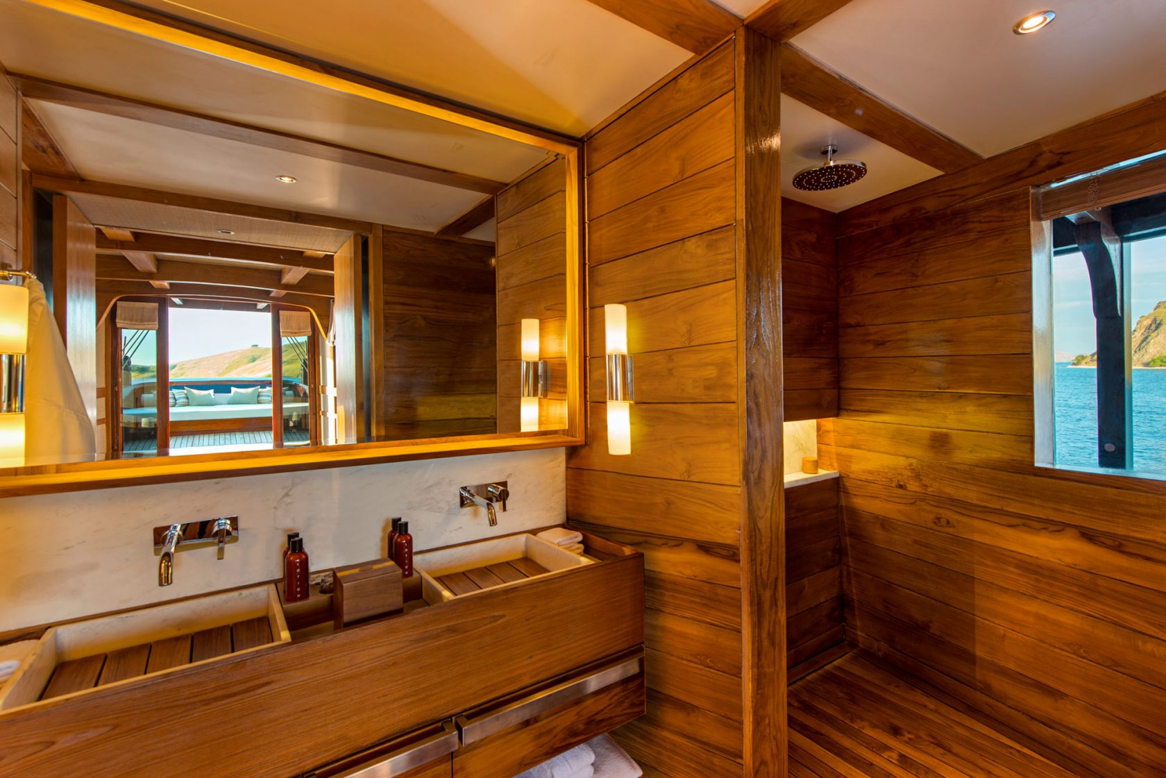 Amandira Cabin Bathroom