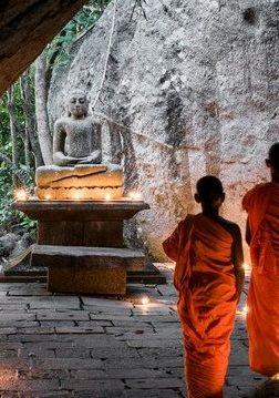 Amangalla Sri Lanka - Tempelsegnung bei Kerzenlicht