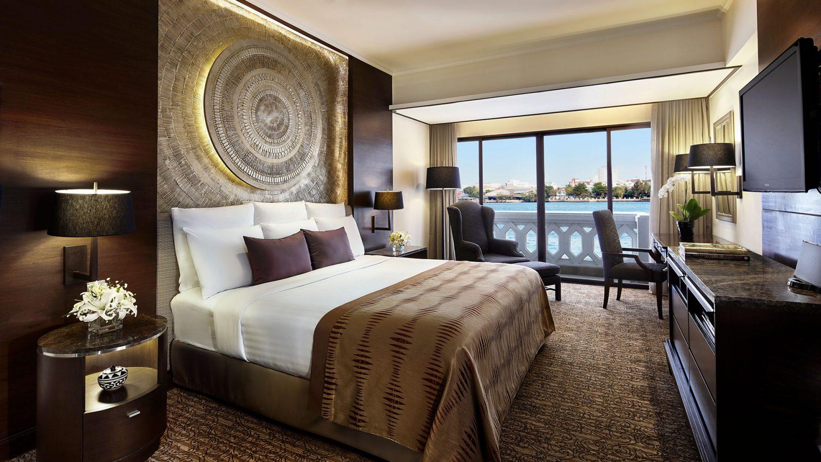 Anantara Riverside Bangkok Riverfront Suite Bedroom