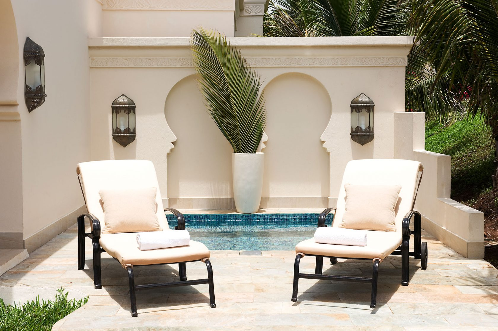 Baraza Resort & Spa Sunbeds at private Pool