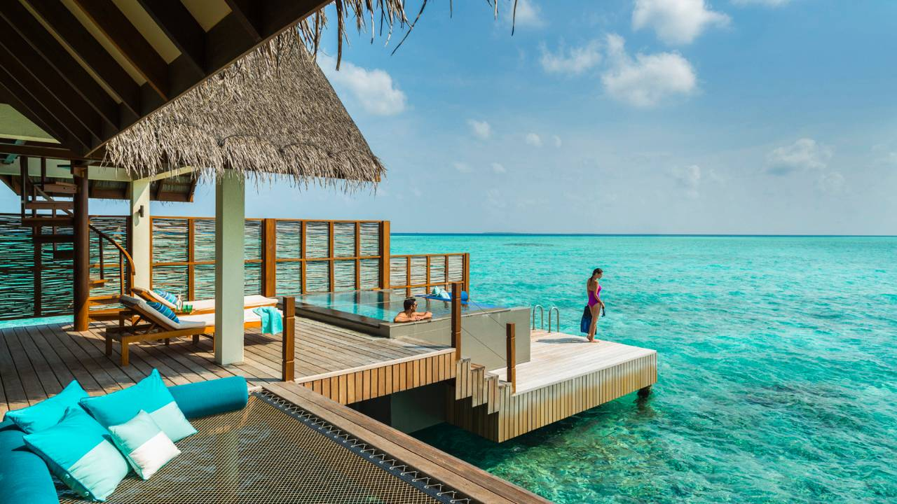 four seasons maldives at landaa giraavaru luxusurlaub malediven. Black Bedroom Furniture Sets. Home Design Ideas
