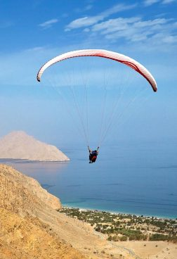 Six Senses Zighy Bay - Paragliding