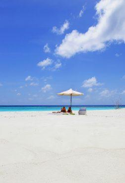 Six Senses Laamu, Malediven – Sonnenbaden auf einsamer Sandbank