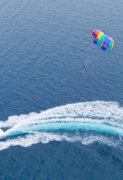 W Retreat & Spa Maldives - Parasailing