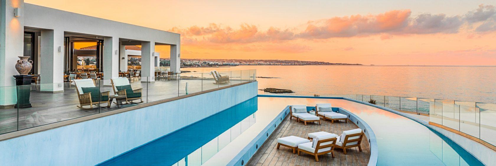 Abaton Island Resort Kreta – Terrasse mit Ausblick