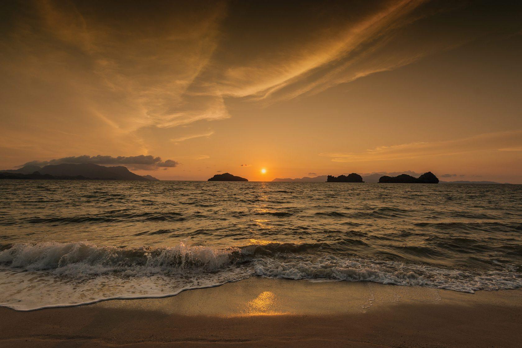 Four Seasons Langkawi – Sonnenuntergang am Strand